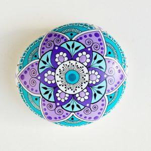 galet peint mandala mauve turquoise-6.5x6-22€