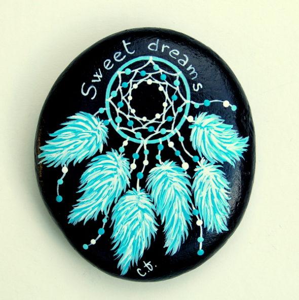 galet peint attrape rêve turquoise noir-8x7