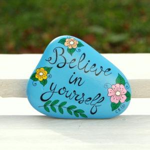 galet peint message-positive attitude-bleu