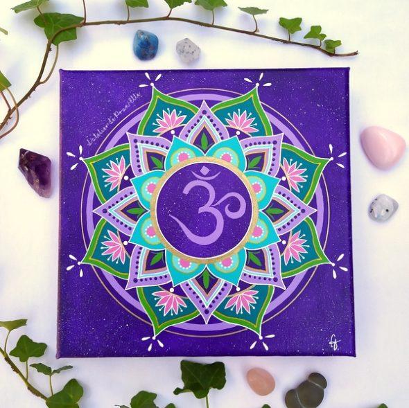 peinture sur toile cosmos mandala OM fond violet